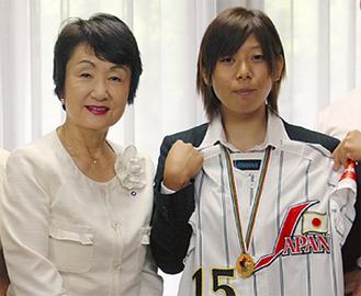 林市長(左)と吉井さん