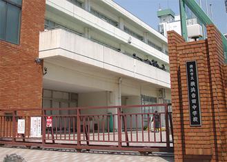 旧吉田中の校舎を使う
