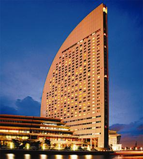 印象的なヨットの帆の外観横浜のシンボル的ホテル