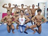 代表の谷澤さん(下段中央)が指導する