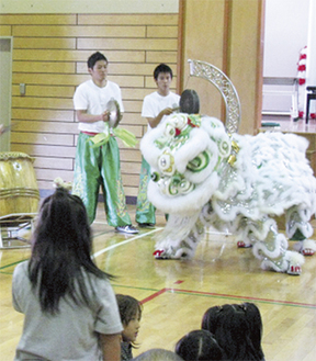毎年人気の中華獅子舞(昨年)