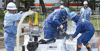 合同訓練で排水管の修繕を行った