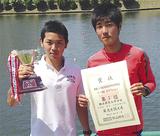 優勝した中村君(左)と飯田君