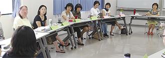 講師の石橋さん(右奥)から質問を受ける参加者