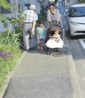 幅の狭さなどが指摘された浦舟複合福祉施設前の歩道