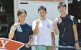 表彰台に立った(左から)土佐さん、中村君、飯田君