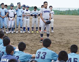 メッセージを送る蔵谷君(中央) 写真提供・横浜南ボーイズ