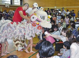 人気の中華獅子舞(昨年)