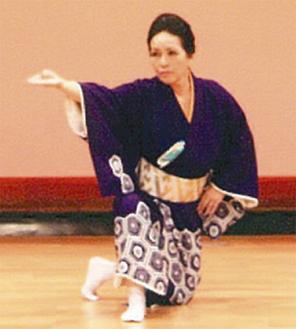 舞踊を披露する出演者(過去)