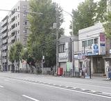 店舗とマンションが並ぶ蒔田駅周辺