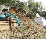 崖の上部が崩れた現場(4月24日撮影)