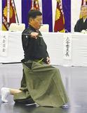審査会で技を披露する渡邊さん