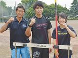 (左から)鵜野教諭、中嶋君、臼田さん