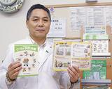 パンフレットを手にする川田会長