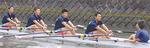 大岡川で練習する5人