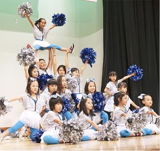ヒップホップダンスを披露する南永田学童クラブ(昨年)
