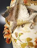 作品の一つ「水辺二鳥細工花瓶」