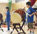 和太鼓演奏を披露する児童
