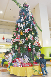 総合待合に置かれたクリスマスツリー