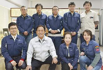 小倉社長(前列左から2人目)とスタッフ