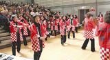 六ツ川音頭を踊る普及会メンバー