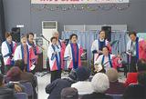 ケアプラ祭りで歌うメンバー