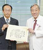 水野理事(左)と康井総長