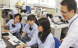 (左から)大塚さん、横須賀さん、外山さん
