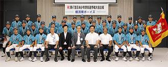 大木区長(前列中央)と選手たち