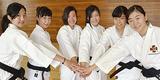 (左から)藤本さん、川口さん、山野井さん、林さん、小泉さん、小林さん