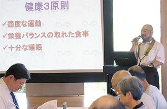講演する田中さん