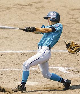 タイムリーを放つ田嶋選手(横浜南ボーイズ提供)
