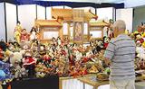 祭壇に並べられた人形