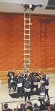 とび職人によるはしご乗り(過去の様子)