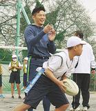 児童と競技を楽しむ廣瀬さん