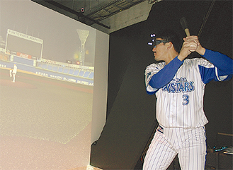 「iCube」を体験する梶谷選手