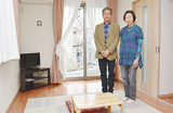 新設された個室で田川さん(左)とスタッフの佐伯トシコさん
