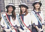 親善大使に選ばれた常松さん、加藤さん、蛯原さん(右から)