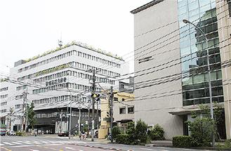 青少年相談センター(右)と南区役所