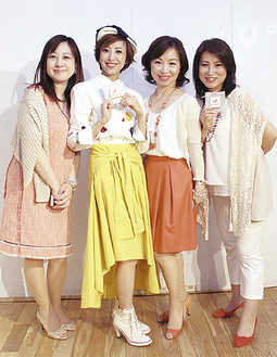 出演者と廣瀬さん(左から2人目)
