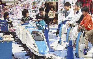 ミニ北陸新幹線も走る(7月2日まで)
