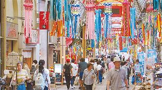 七夕飾りが彩る商店街(昨年)