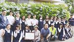 園芸部の生徒と「咲かせ隊」のメンバー(昨年)