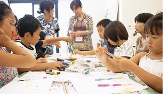 マイ箸を作る子ども(他会場での講座)