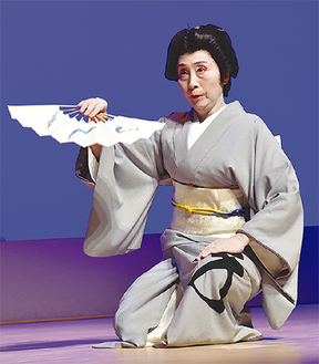 華麗に舞いを踊る藤間菊友会主