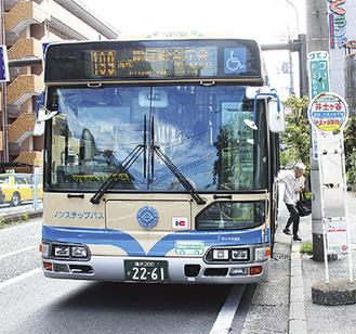 井土ヶ谷バス停から区庁舎へ向かう199系統