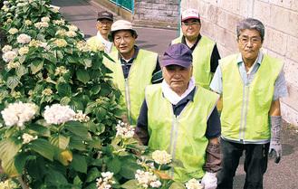 山之城さん(後列中央)ら「咲かせ隊」のメンバー