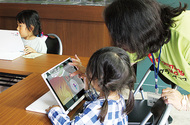 「児童にプログラミングを」