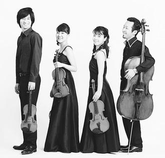 レスパス弦楽四重奏団の左から鍵冨さん、小形さん、福井さん、湯原さん