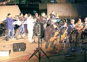 親水広場での演奏(過去)